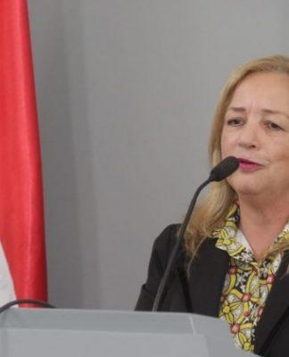 Renunció Ana María Allen.