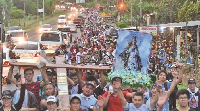 Caravana. Los peregrinos siguieron su camino hasta la Basílica.